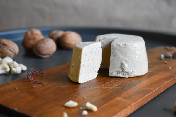 formaggio vegano al pepe nero